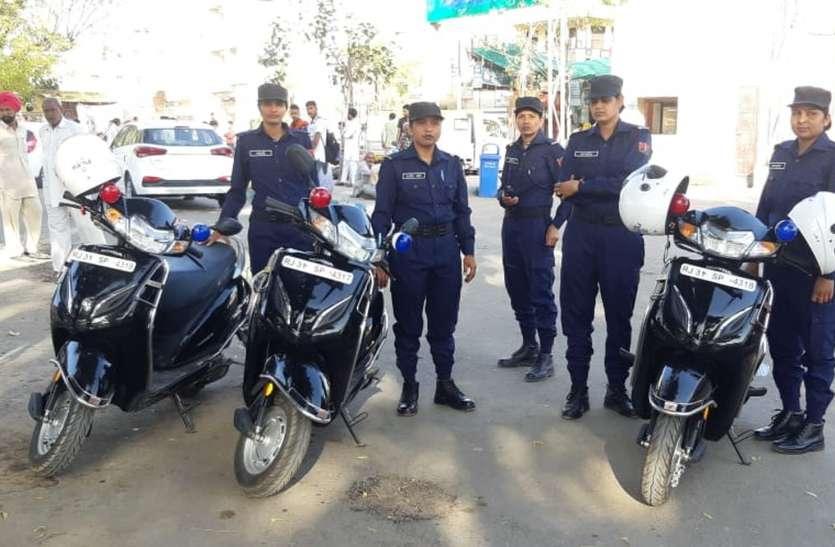 स्कूल-कॉलेजों के पास महिला पुलिस की स्कूटी गश्त