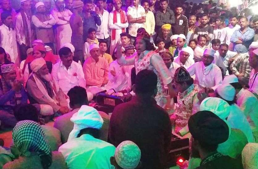 उर्स के दौरान कव्वाली पर झूम उठे श्रोता