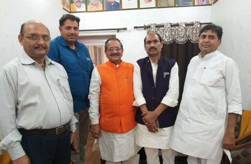 सपा को एक और झटका, एसपी सिंह बघेल के सामने चुनाव लड़ चुके पूर्व विधायक भाजपा में शामिल