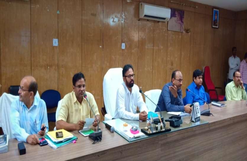 जिला निर्वाचन अधिकारी ने की बैठक, तय की रणनीति