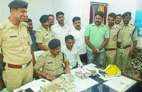 नरसिंहपुर कंदेली से अमेठी नकद भेजे जा रहे थे 22 लाख रुपये, पुलिस ने दबिश देकर किया गिरफ्तार