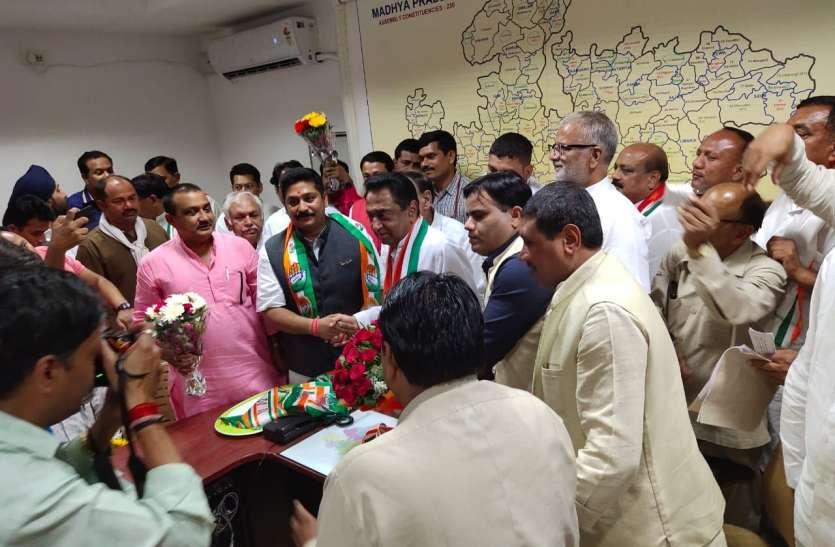 कपिध्वज सिंह के साथ रीवा के नेताओं ने ली कांग्रेस की सदस्यता, कमलनाथ बोले इस टीम के आने मिली मजबूती