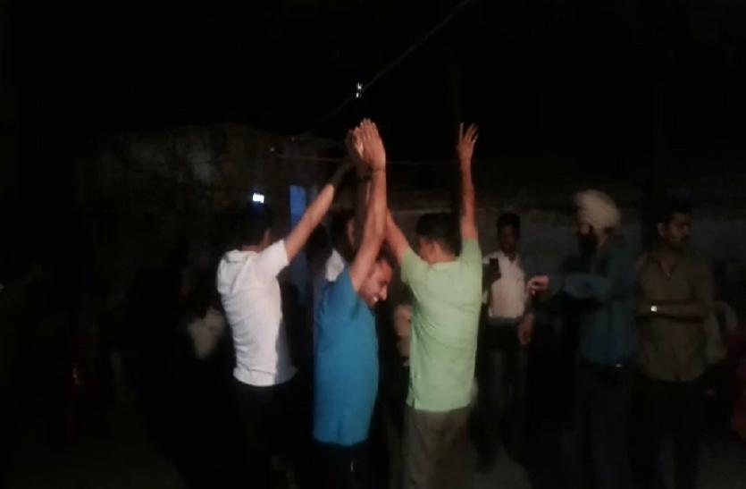 इंस्पेक्टर के जन्मदिन पर थाना बना मयखाना, पुलिसकर्मियों ने  डीजे की धुन पर जमकर छलकाए जाम