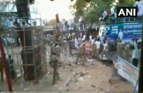 VIDEO:वाईएसआर कांग्रेस प्रमुख जगन मोहन रेड्डी की सभा के बाद बेकाबू हुए पार्टी कार्यकर्ता, CISF जवानों ने जमकर भांजी लाठियां
