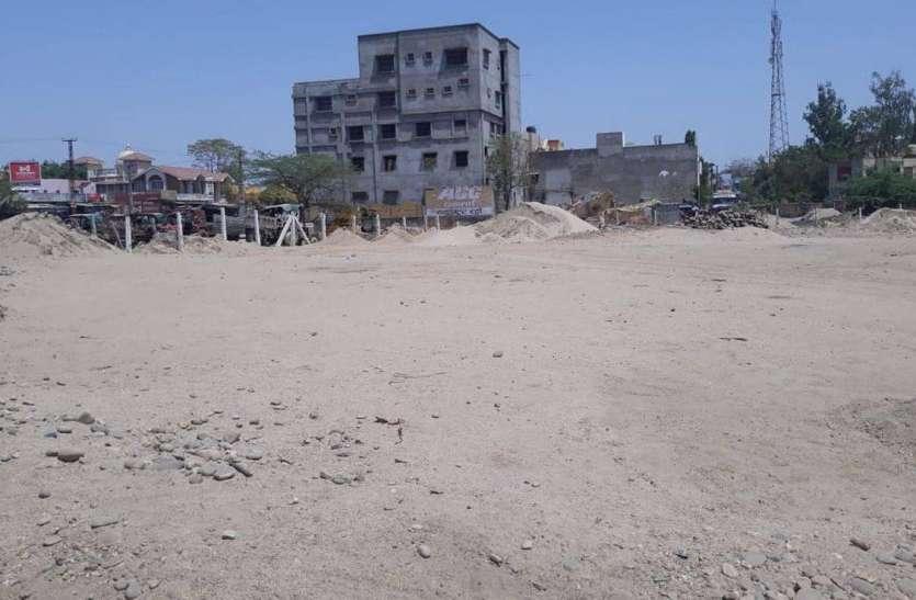 अम्बेडकर सर्कल से हटाया रेत, गिट्टी व बजरी का अतिक्रमण
