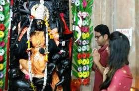 कलेक्टर उमरिया ने की मां बीरासिनी मंदिर में जवारा कलशों की स्थापना