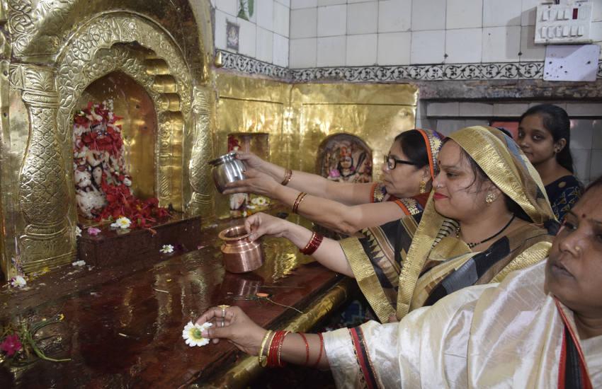 चैत्र नवरात्र के पहले दिन मंदिरों में गूंजे शैलपुत्री के जयकारे