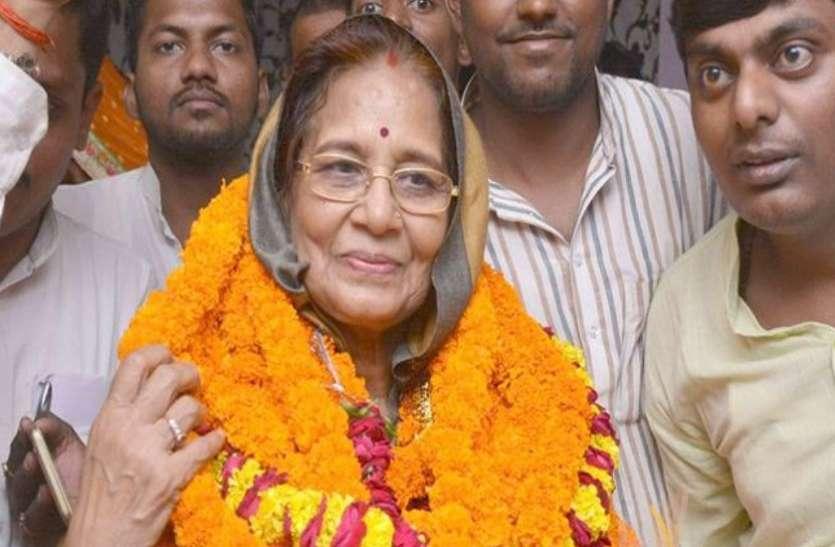 फूलपुर लोकसभा से भाजपा ने बनाया केशरी देवी पटेल को उम्मीदवार, बाहुबली अतीक अहमद को दी थी चुनौती