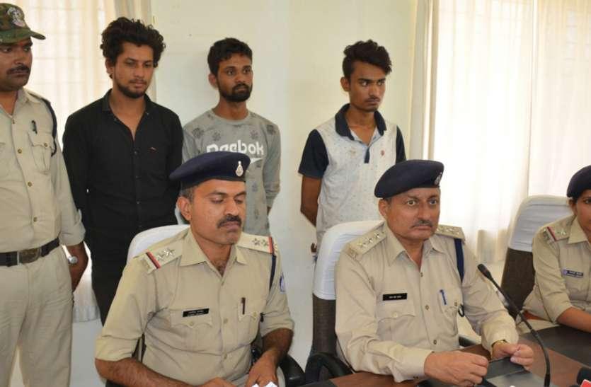 हथियारों के शौकीन छात्रों को पुलिस ने पकड़ा, कट्टा-पिस्टल बरामद