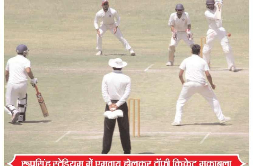 ग्वालियर के खिलाफ इंदौर ने 72 रन की बनाई बढ़त