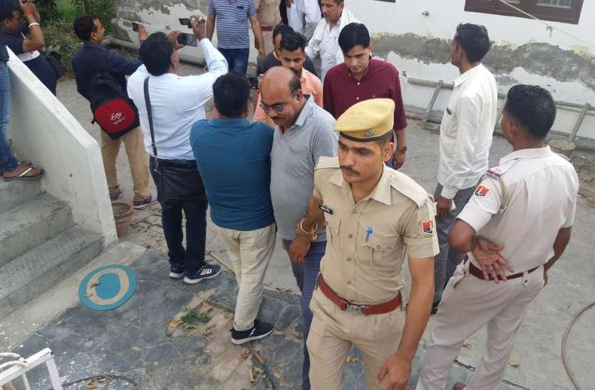क्रिकेट बुकी चलाते पकड़े गए भाजपा पार्षद के पति का पुलिस नियंत्रण कक्ष के प्रेस नोट से नाम गायब