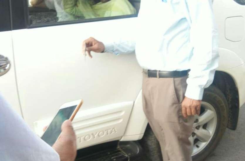 एफएसटी ने क्यों रोकी अभिनेत्री पूनम ढिल्लो की कार