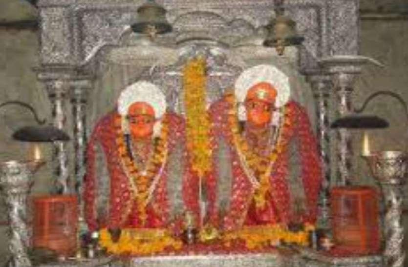 सुबह चार बजे करौली मंदिर पर मंगला दर्शनों के लिए कुछ तरह लगती है श्रद्धालुओं की भीड़, देखें वीडियो