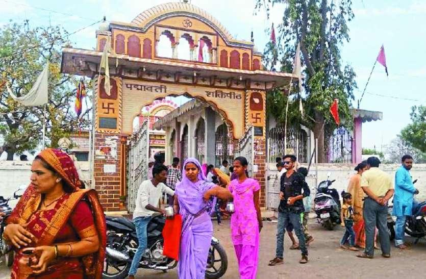 नवरात्र में जयकारों से गूंज रहे मंदिर, मां ब्रह्मचारिणी की भक्तों ने की पूजा