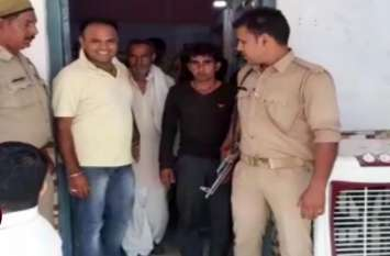 चाचा-भतीजे साथ मिलकर कर रहे थे एेसा गंदा काम, पुलिस ने दबोचा तो उड़ गये होश- देखें वीडियो