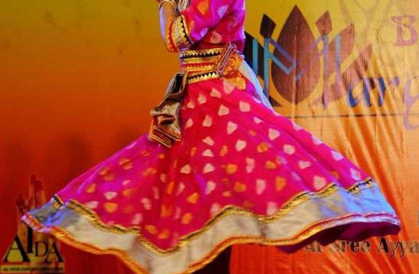 Photo gallery :  भरतनाट्मय के परंपरागत नृत्य को देशभर से आए नृत्यांगनाओं ने मंच पर दी प्रस्तुति