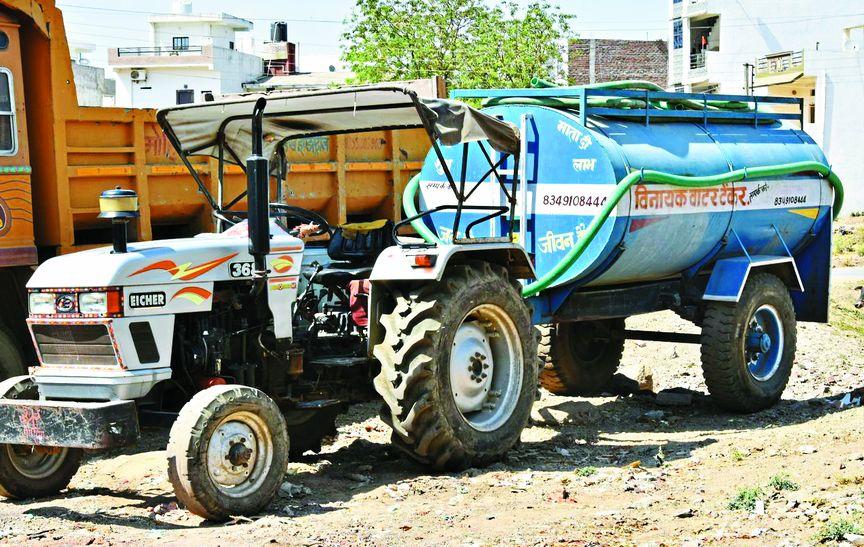 वाड़ेगांव में10 टैंकरों से पानी परिवहन कर पेयजल व्यवस्था