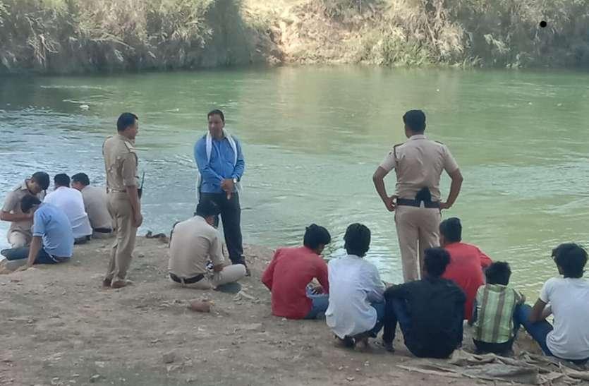 स्कूल में थी छुट्टी, नदी में नहाने गए छात्र हो गये इस हादसे का शिकार