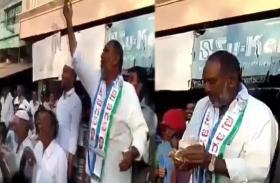 VIDEO: आचार सहिंता को रखा ताक पर, नेता जी ने वोटर्स के बीच जमकर लुटाएं नोट, वीडियो वायरल