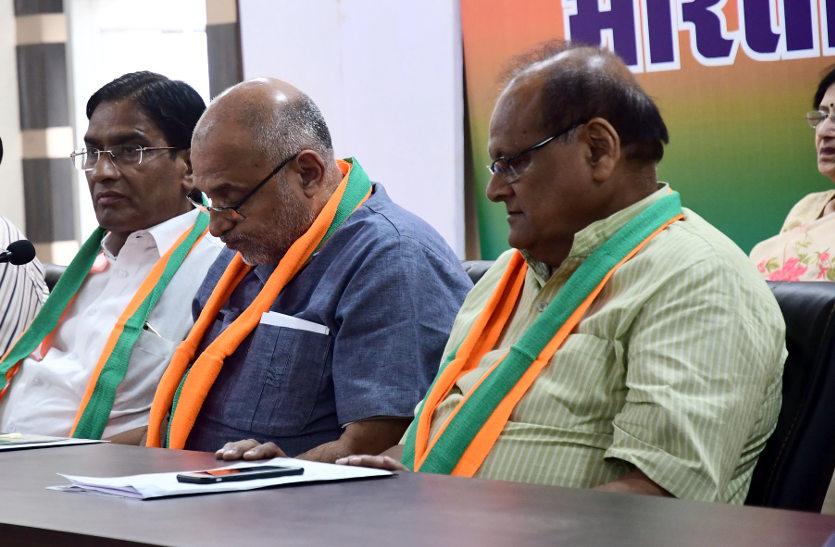 मीटिंग में भड़का भाजपा पूर्व पार्षद, कहा : वैसे याद करते नहीं, चुनाव आते ही हमारी जरूरत महसूस हो गई