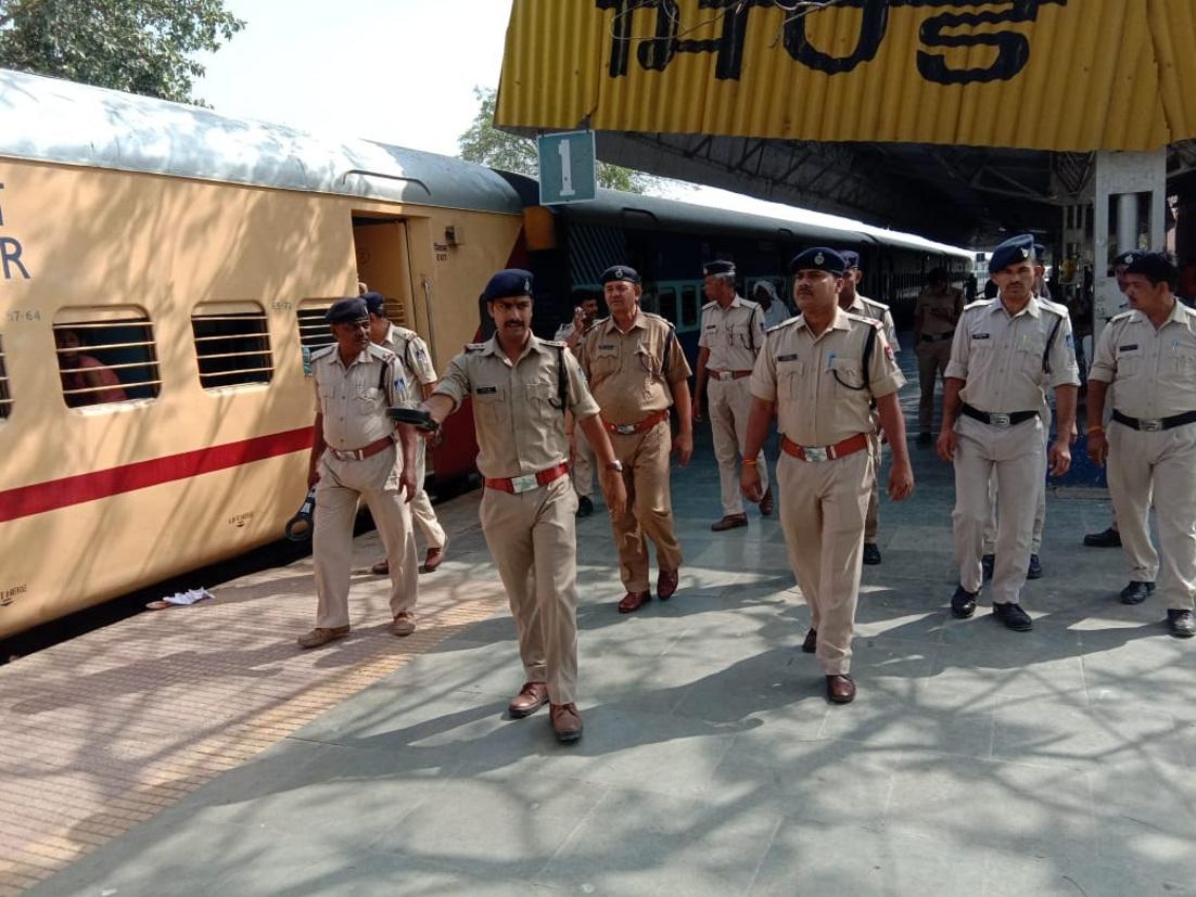 रेलवे स्टेशन पर सर्चिंग, यात्री रहे परेशान