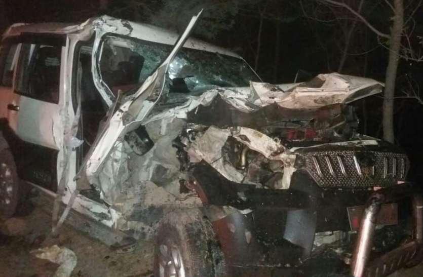 ट्रक को टक्कर मारकर पलटा अंगूर से भरा ट्रक पीछे से जीप घुसी, एक की मौत, आठ लोग घायल