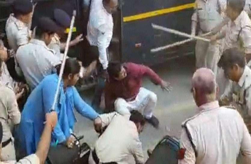 'पीएम मोदी का भाषण सुनने पहुंचे किसान, पुलिस ने बरसाईं लाठियां'