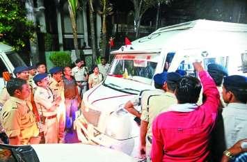 IT RAID : आयकर टीम के सामने दीवार बनी इंदौर पुलिस, बिना तलाशी नहीं करने दी वापसी