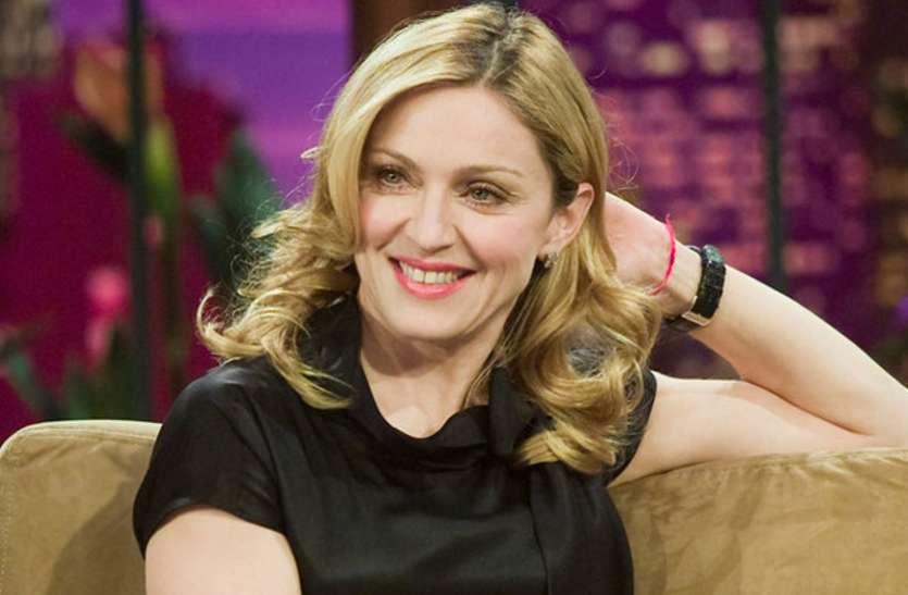 Madonna Will Charge 7 Crores For 2 Performancer - 60 की उम्र में भी मेडोना  ने जवां अभिनेत्रियों को किया फेल, सिर्फ 2 गानों के लिए चार्ज की इतनी फीस,  लोगों के