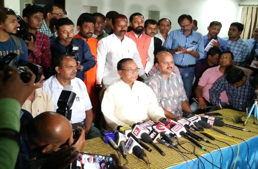 टिकट न मिलने से नाराज भाजपा सांसद रामटहल चौधरी ने पार्टी की प्राथमिक सदस्यता से इस्तीफा दिया