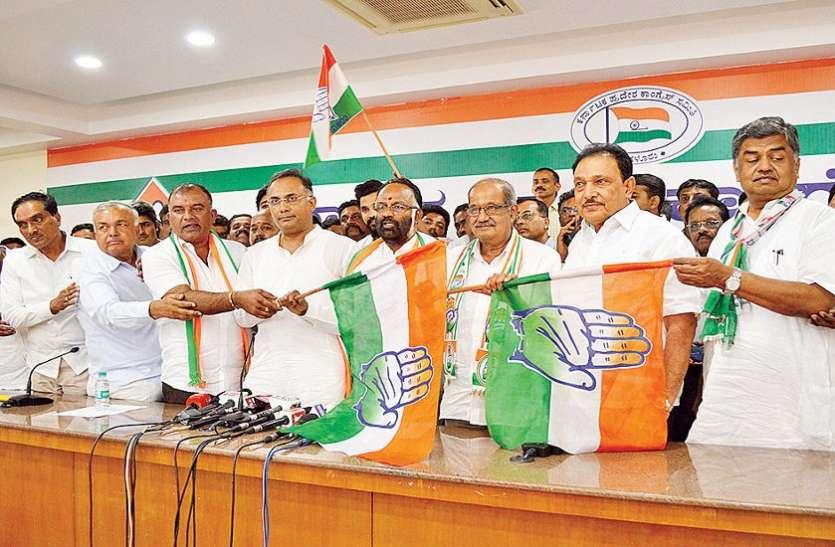 पूर्व उप महापौर समर्थकों के साथ कांग्रेस में शामिल