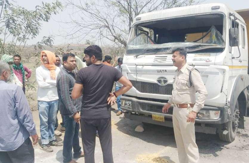 बेलगाम ट्रेलर ने राहगीर को मारी ऐसी टक्कर कि शरीर के हो गए टुकड़े-टुकड़े