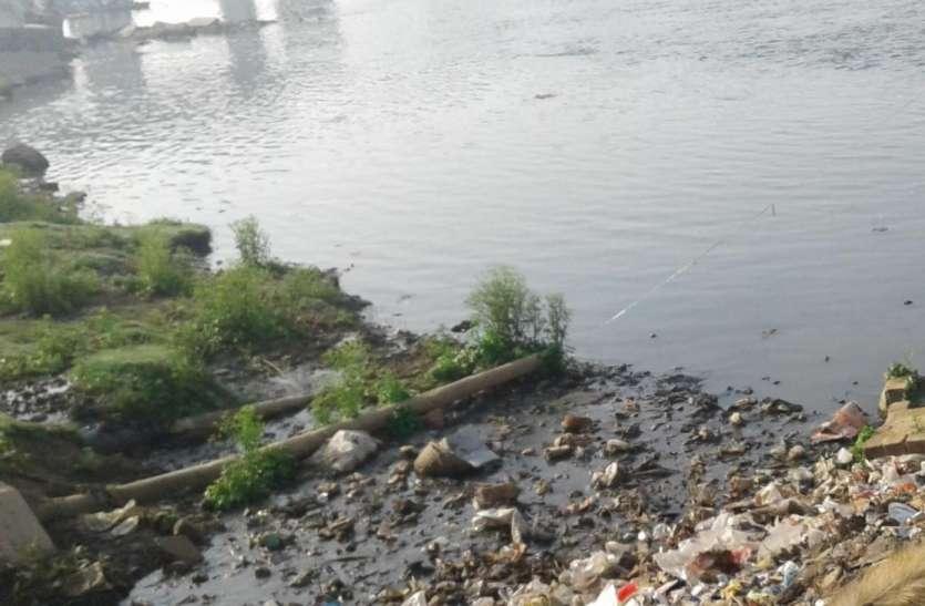 प्रदूषित हो रही धार्मिक और आध्यात्मिक तमसा नदी की कौन लेगा सुध