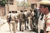 बिहार: गया सीट पर मतदान जारी, डुमरिया क्षेत्र में बम मिलने से मचा हड़कंप