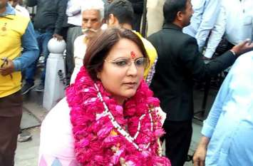 जयपुर शहर कांग्रेस प्रत्याशी ज्योति खण्डेलवाल ने भरा नामांकन, प्रक्रिया के दौरान हुई आचार संहिता की अवहेलना