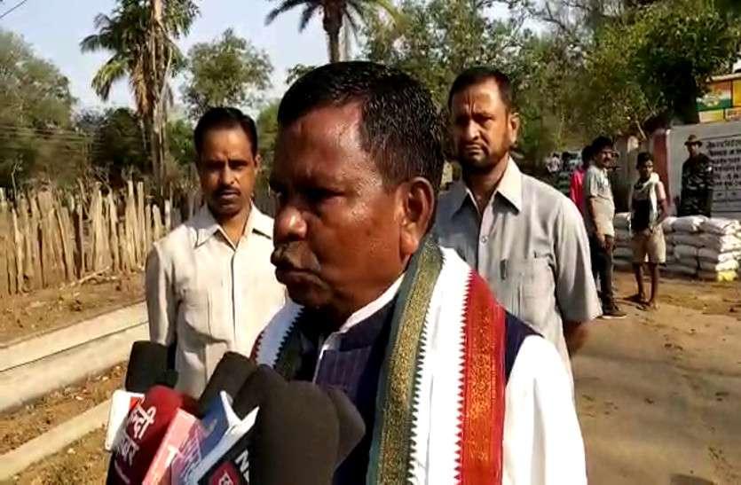 मंत्री कवासी लखमा ने किया मतदान, कहा- बिना डरे जनता करे अपने मताधिकार का प्रयोग