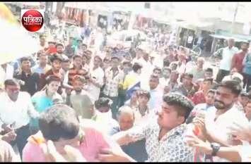 भाजपा प्रत्याशी की चुनावी सभा में भिड़े नेता, पूर्व जिलाध्यक्ष के साथ मारपीट