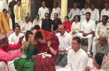 LIVE VIDEO : नामाकंन के पहले पूजा करते समय सोनिया गांधी के साथ हुई ऐसी घटना.. झट से पहुंची बेटी और ठीक किया पल्लू
