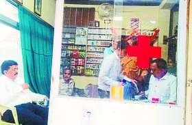 आयुर्वेदिक का डिप्लोमा लेकर दूसरे जिले में एलोपैथी से गलत इलाज करते पकड़ाया