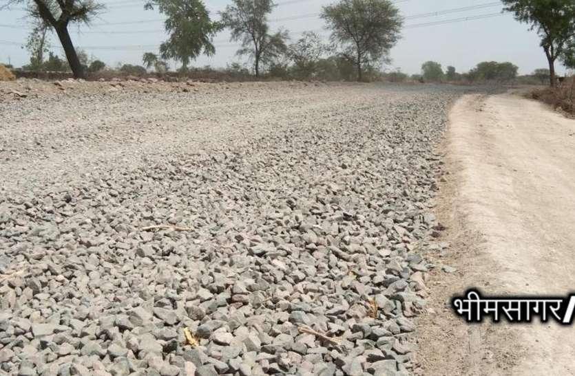 रोड का कार्य पूरा नहीं हुआ तो नहीं देंगे वोट