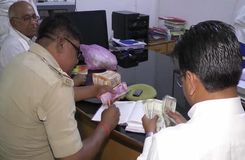 चुनावी चेकिंग में बरामद हुई लाखोंकी नगदी, नहीं दे पाए कोई ब्यौरा