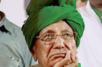 इनेलो को बड़ा झटका, दिल्ली सरकार ने चौटाला की पैरोल का किया विरोध