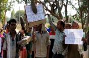 इस गांव के लोगों ने किया मतदान बहिष्कार का ऐलान, अबकी बार आर -पार, गांव में आए नेता तो पड़ेंगे जूते चार के लगे नारे