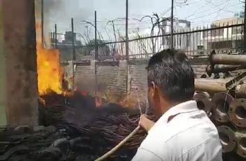 BREAKING: BSNL के गोदाम में लगी भीषण आग, लाखों का सामान जलकर खाक