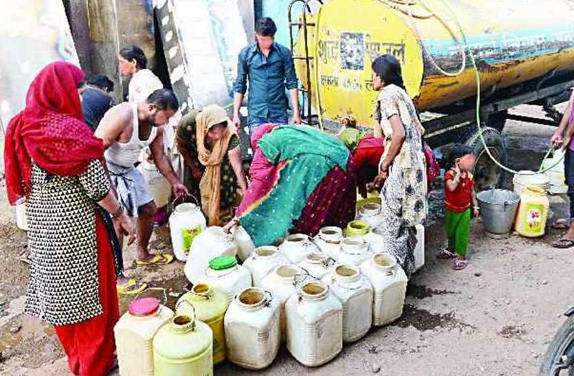 पानी नहीं आ रहा दूषित पानी मजबूरी