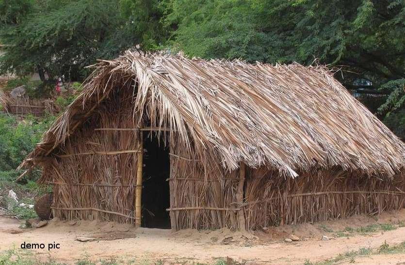 Video : गरीब परिवार की झोपड़ी पर ऐसी नजर पड़ी कि दो भाइयों को पीट कर गांव से बाहर निकाल दिया !