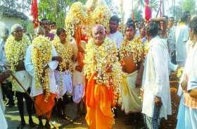 आदिवासी क्षेत्रों में हुआ मेले का आयोजन, खासियत ये कि यहां शमिल हुए पांच परगना के देवी देवता