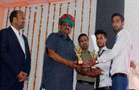 वार्षिकोत्सव समारोह में पूर्व कृषि मंत्री सैनी ने विद्यार्थियों को किया पुरस्कृत