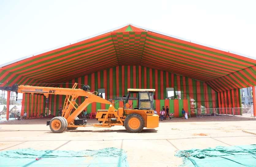 प्रधानमंत्री मोदी कल कोरबा में, भगवा रंग में रंगा मंच