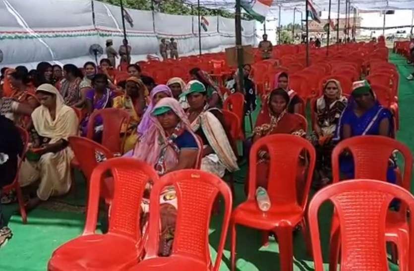राहुल गांधी के खास सिपहसालार की जनसभा में खाली पड़ी रही कुर्सियां, नहीं पहुंची लोगों की भीड़